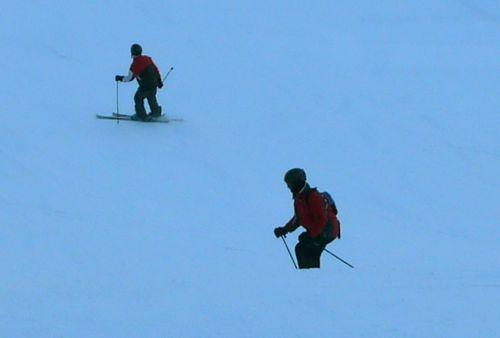 Unfähige Skifahranfänger auf der Talabfahrt nach Grindelwald - natürlich hinter einer Kuppe: Wieso bleiben solche Leute nicht am guten alten Idiotenhügel? (Februar 2009)