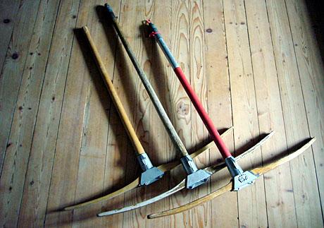 Drei Generationen von Holz-Skiliftbügeln von Tebru/WSO