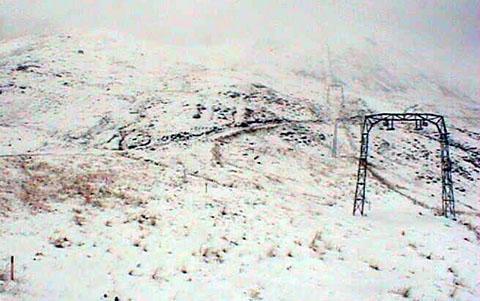 Schnee am Oberalppass, 27. August 2011 (Webcam Bergbahnen Sedrun)