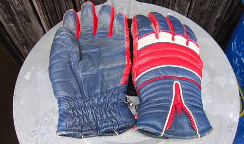DAS sind noch Handschuhe! Der vergessliche Vintage-Ski-Reporter sagt dem Skilift-Team Rüschegg danke.