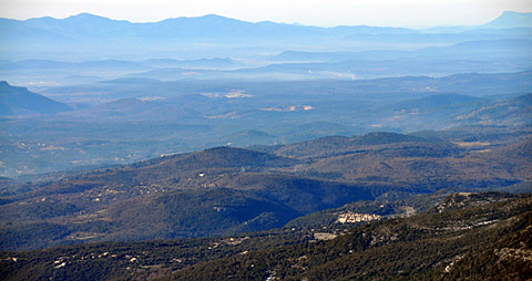 Aussicht von der Montagne de l'Audibergue (1600m), 23. Februar 2012: Mons, Pays de Fayence, Massif des Maures, Coudon