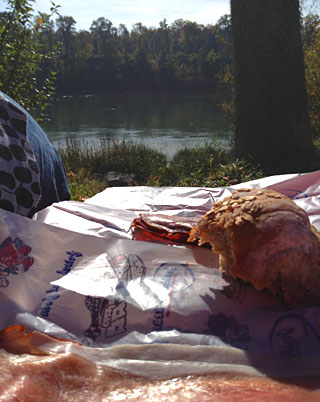 Pause am Hochrhein mit Schwarzwälder Schinken, Oktober 2012