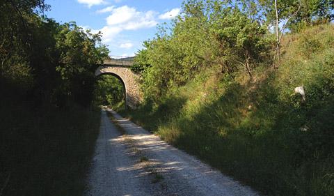 Abschnitt der 1949 stillgelegten Bahnstrecke Nice-Meyrargues bei Seillans