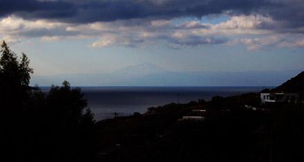 Der Ätna auf Sizilien (Monte Etna) von der Insel Salina gesehen, 22. September 2007