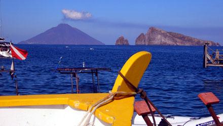Stromboli und Basiluzzo von der Insel Panarea aus gesehen, 22. September 2007