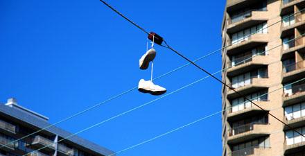 Schuhe auf einer Stromleitung in Victoria, BC (August 2008)
