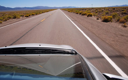 Spiegelbilder auf dem State Highway 305 von Battle Mountain nach Austin, Nevada (September 2008)