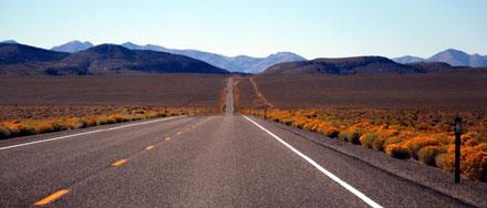 Die US-50 zwischen Austin und Fallon, die zurecht den Titel Loneliest Road trägt (September 2008)