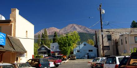 Das Städtchen Mount Shasta unterhalb des gleichnamigen Berges (September 2008)
