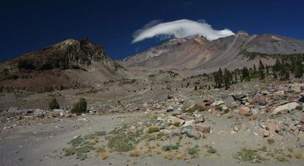 Mount Shasta vom Ende des Everitt Memorial Highway aus gesehen (September 2008)