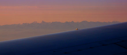Berner Alpen über dem Flügel einer Boeing 767 von United (September 2008)