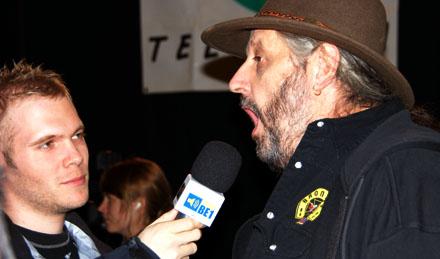 Jimy Hofer, öffnen Sie den Mund und sagen Sie bitte aaaah... (30. November 2008) - Copyright Andi Jacomet