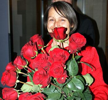 Edith Olibet mit Rosenstrauss (30. November 2008) - Copyright Andi Jacomet