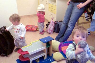 Mit den Drillingen beim Arzt (Dezember 2008)