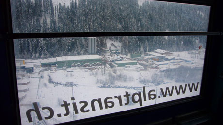 Unterwegs mit der Standseilbahn zum Bauplatz am Rhein - Klicken für mehr Fotos