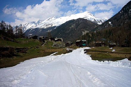 Wässrige Hardcore-Talabfahrt von Furi nach Zermatt (April 2009)