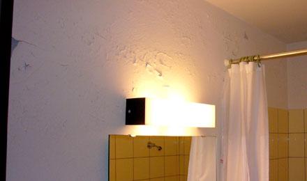 Dreisterne-Komfort à la Zermatt: Abblätternde Farbe im Bad (November 2007)