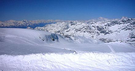 Aussicht vom Kleinen Matterhorn Richtung Westen: Valle d'Aosta, Mont Blanc (2. Mai 2009)
