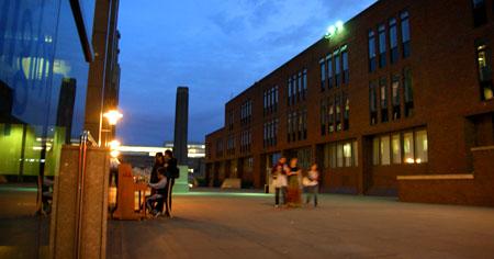 Kleine Piano-Einlage, im Hintergrund Tate Modern (Juni 2009)