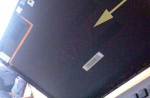 Fahrlässige Konstruktion nur aus ästhetischen Gründen: Gehäuse des Sony Vaio Z11MN mit entferntem LCD-Teil (Oktober 2009) - Klicken für grosse Fassung