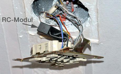Condensateur / RC-Modul / balise RC in französischem Telefonanschluss; angeblich Gift für ADSL...