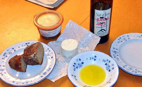Die erste Olivenöl-Degustation 2009 mit Pâté de canard und chèvre frais aus dem wunderbaren marché paysan de la Ferme du Laquet zwischen Fayence und Tourrettes