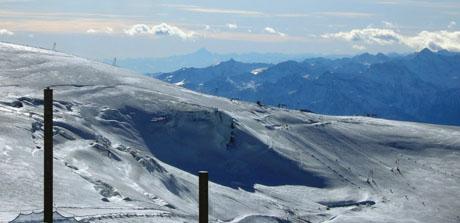 Blick von Klein Matterhorn bis zum Monte Viso und der Alpenkette kurz vor dem Mittelmeer - Klicken für mehr Fotos