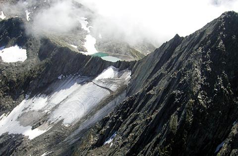 Nordwand des Piz Vatgira aus dem Heli (Hans Jacomet, Juli 2003)