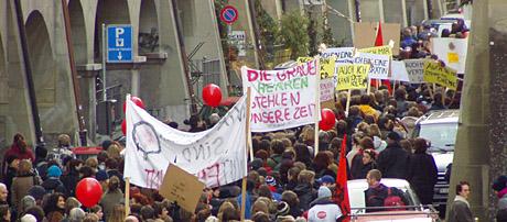 Demo gegen den männerdominierten Bundesrat in Bern am 13. Dezember 2003
