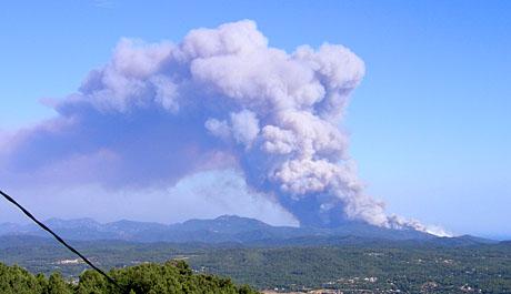 Waldbrand bei Fréjus, Juli 2003, aus Seillans gesehen