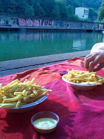 Pommes Frites im Lorrainebad - ein Berner Klassiker (Juni 2010)