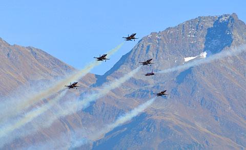 Show der Patrouille Suisse anlässlich des NEAT-Durchstich-Festes in Sedrun, 15. Oktober 2010