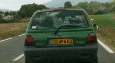 Strahlende Autonummer in der Provence