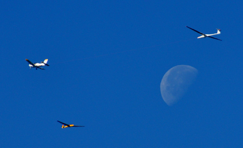Segelflieger aus Fayence über dem Cuinier bei Seillans, Ende Oktober 2010