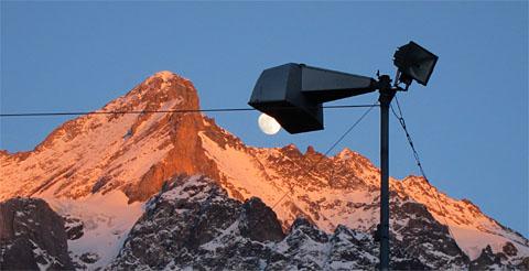 Der Mond als Strassenbeleuchtung (Grindelwald, 17.1.2011)
