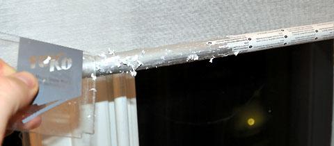 Kleber von IKEA-Rollo lösen: Ein Ding der Unmöglichkeit (Februar 2011)