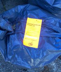 Mittelalterliches Dienstleistungsverständnis: Lethargische Müllmänner lassen nicht 100% nach Vorschrift deponierten Abfall einfach liegen