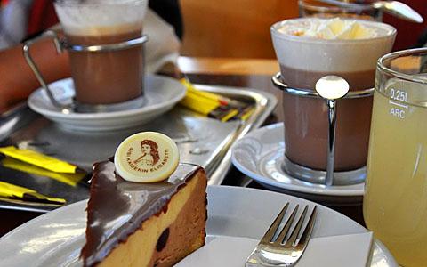 Sisi-Torte, Schokolade, Sturm (weisser Sauser)
