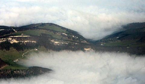 Anflug aus Berlin auf Bern-Belp, SX201, 15. November 2011, 10.50 Uhr