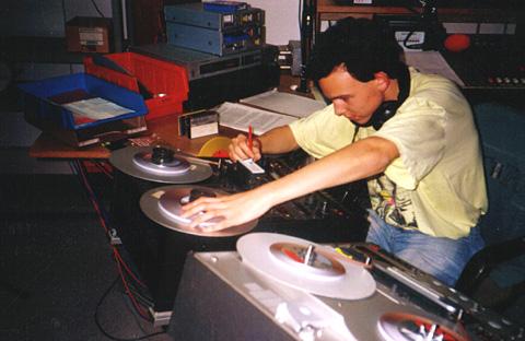 Beiträge schneiden und Signete produzieren in den frühen 1990ern