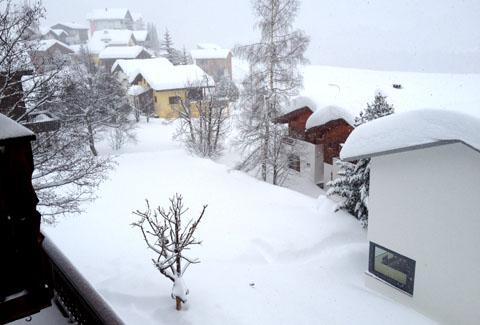 Und wieder 25cm Neuschnee über Nacht - Sedrun am 8.1.2012