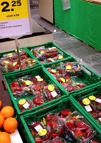 Erdbeeren aus Spanien und Marokko bei -12 Grad darussen, 4.2.2012