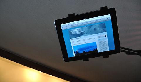 iPad-Ständer im Einsatz - geht auch im Liegen bestens