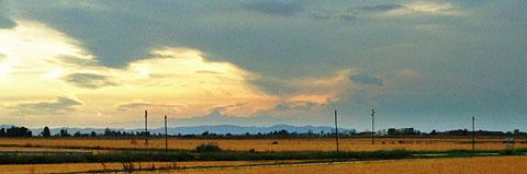 Der Monviso (Monte Viso) von der Autobahn A26 bei Alessandria aus gesehen