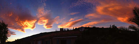Der Mistral formt wunderschöne Wolken (Seillans, 7. Oktober 2012)