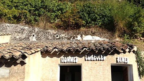 Retro-WC-Beschriftung, Moustiers, Oktober 2012