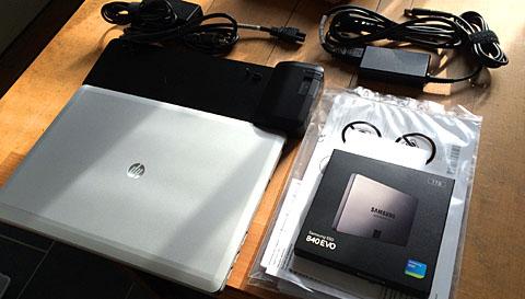 HP Elite Book 9470m mit Dockingstation und der Verpackung der verbauten 1-Terabyte-SSD Samsung EVO 840